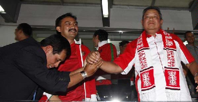 Nurdin Halid bows down to SBY